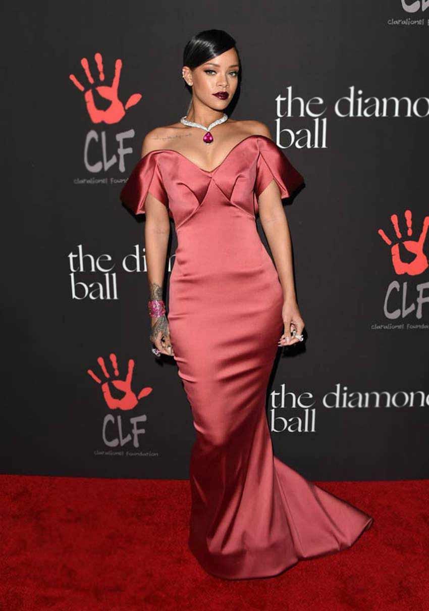 Rihanna-Theatrical-Romantic-Kibbe-Body-Types