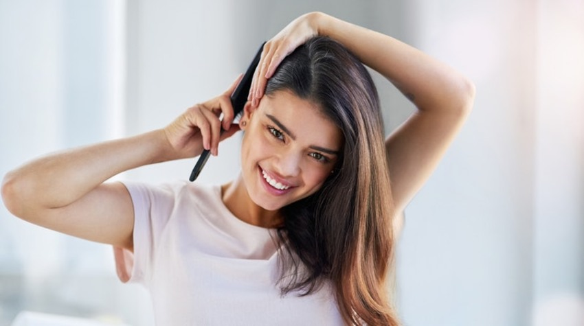 get-rid-of-split-ends-using-wide-tooth-comb