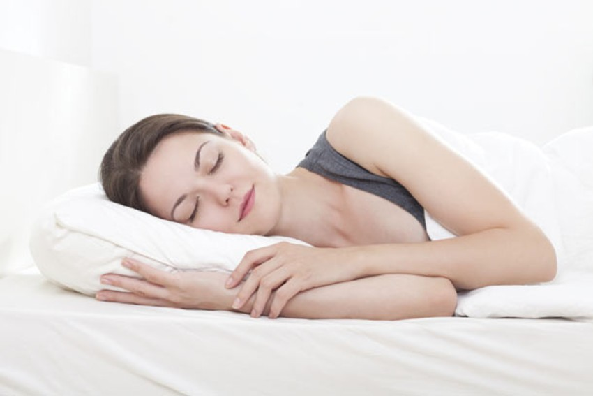 sleep-on-silk-pillow-to-get-rid-of-split-ends