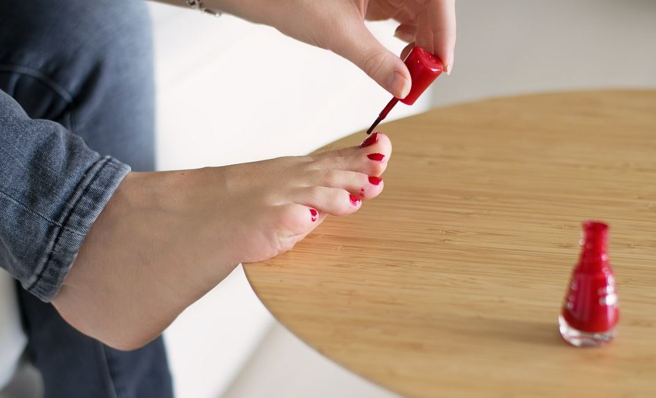 nail-polish-pedicure-at-home-beauty-routine
