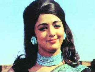 2-matching-accessories-70s-bollywood-fashion-style-hema-malini