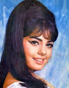 5-mumtaz-70s-bollywood-hairstyles-style-fashion