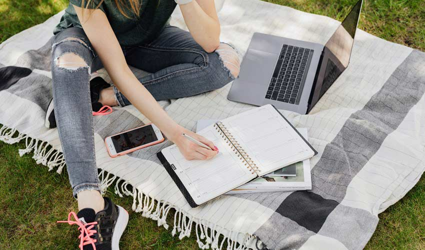 taking-online-courses-improve-writing-skills.