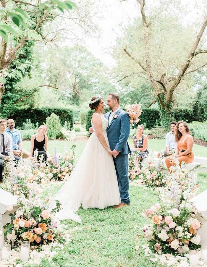 downsizing-guest-list-latest-wedding-trend