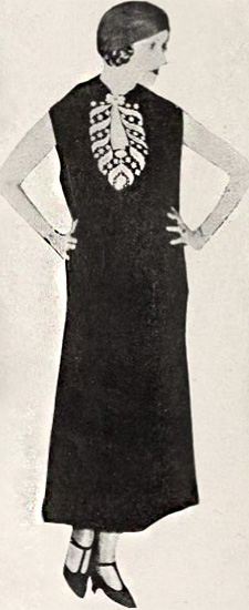 1920 Art Deco women straight silhouette