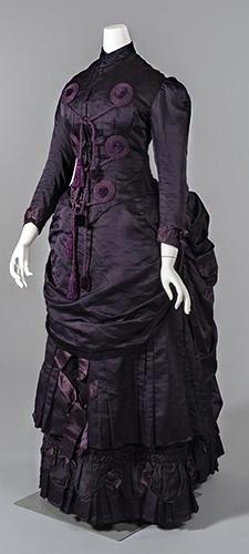 Romantic goth women's fashion