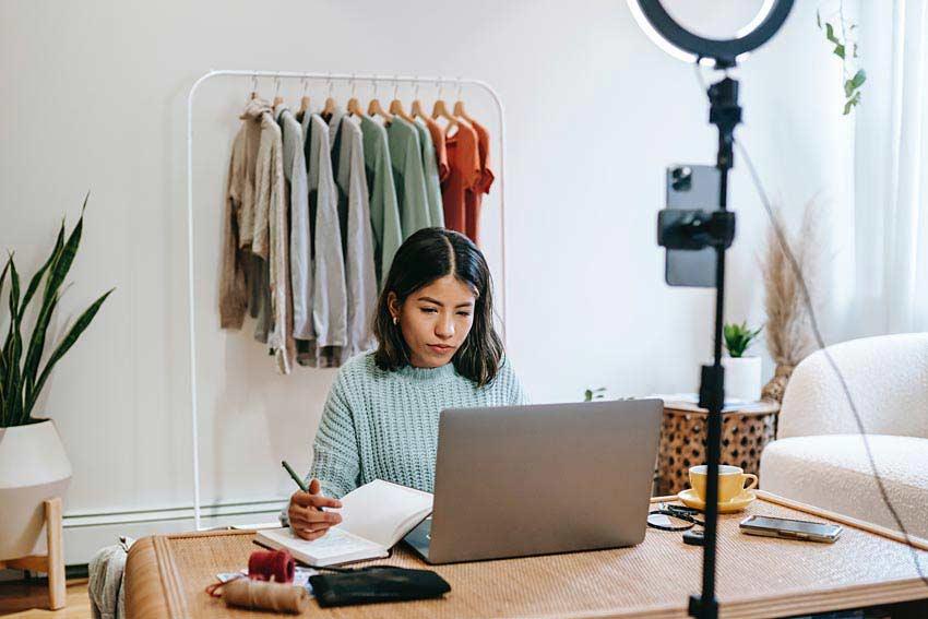 fashion blogger blogging content creator influencer writer social media